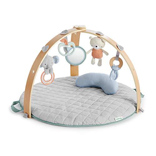 Ingenuity, Cozy Spot Wendedecke mit Spielbogen aus Holz, abnehmbaren Spielzeugen, Stützkissen, extra weich und maschinenwaschbar