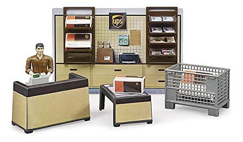 Bruder 62250 - Bworld UPS Paketshop mit Tresen und Kasse, Paketwaage, Gitterbox und Pakete, Mitarbeiter und Wandregal